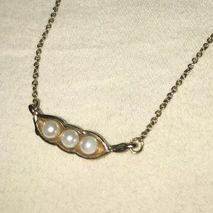 🌵Pearl pea pod necklace